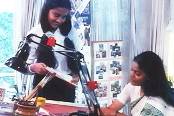 Asha Jayram and Shari in Onnu Muthal Poojyam Varey (1986)