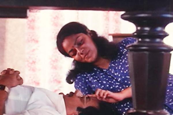 Pratap Pothen and Asha Jayram in Onnu Muthal Poojyam Varey (1986)