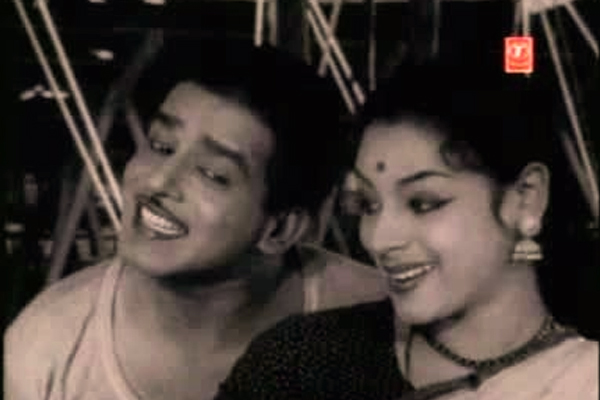 Sathyan and Ragini in Nair Pidicha Pulivaal