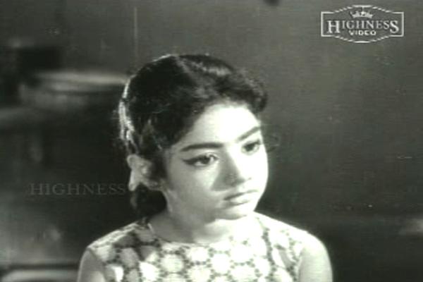 Baby-Sridevi-in-Poombatta-(1971)