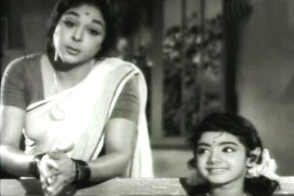 Raagini and Baby Sridevi in Poombatta (1971)