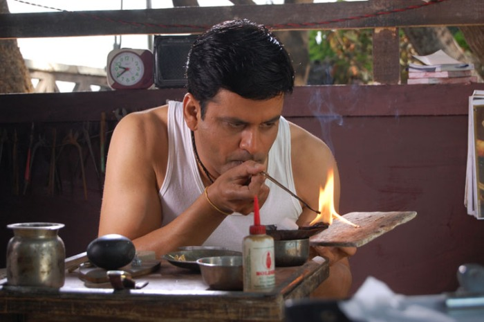 Manoj Bajpai in Dus Tola