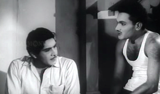 Bhargavinilayam (1964) - Madhu listens to the tragic story of the haunted mansion