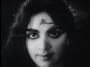 Bhargavinilayam(1964) - The eyes at the beach