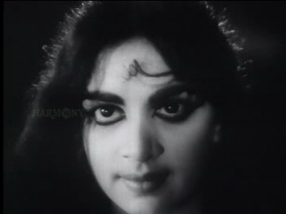 Bhargavinilayam(1964) - The eyes at the beach