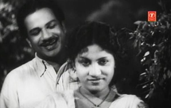 Thikkurissy Sukumaran Nair and BS Saroja in Jeevithanouka (1951)