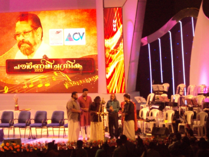 Pournamichandrika-2012 | Sreekumaran Thampy lights the Ceremonial Lamp