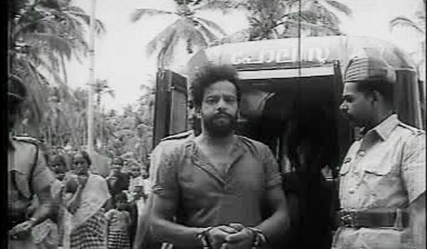 Chellappan is arrested - Anubhavangal Palichakal (1971)