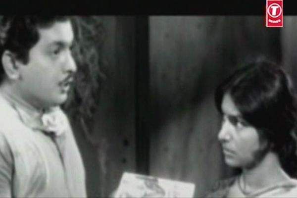 KP Ummer and Sarada in Mooladhanam (1969)