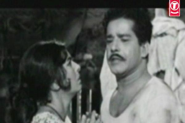 Sarada and Sathyan in Mooladhanam (1969)
