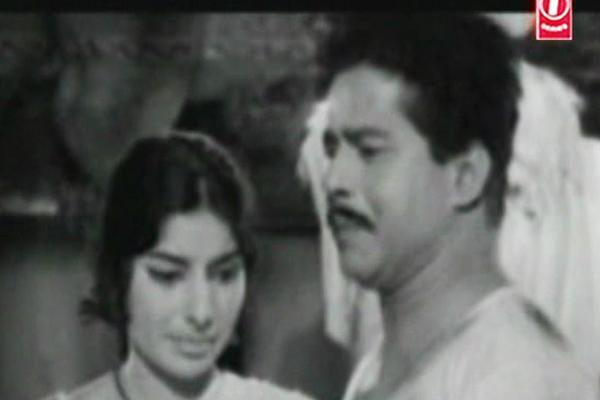 Sathyan and Sarada in Mooladhanam  (1969)