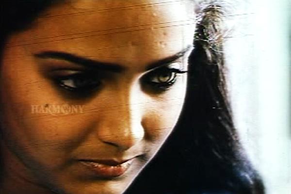 Shari in Namukku Parkkan Munthiri Thoppukal (1986)