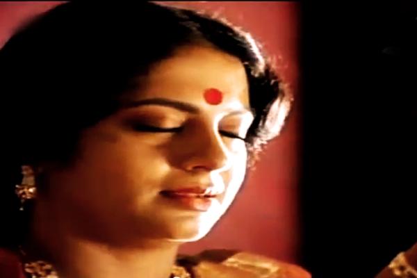 Srividya in Ente Sooryaputhrikku (1991)