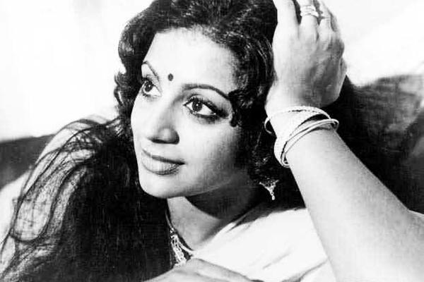 Srividya in Idavazhiyile Poocha, Minda Poocha (1979)