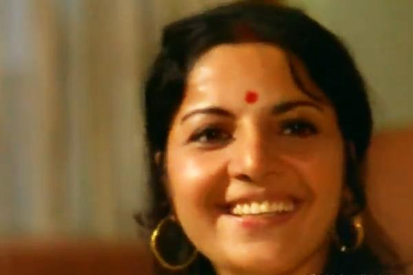 Lily Chakravarty in Achanak (1973)