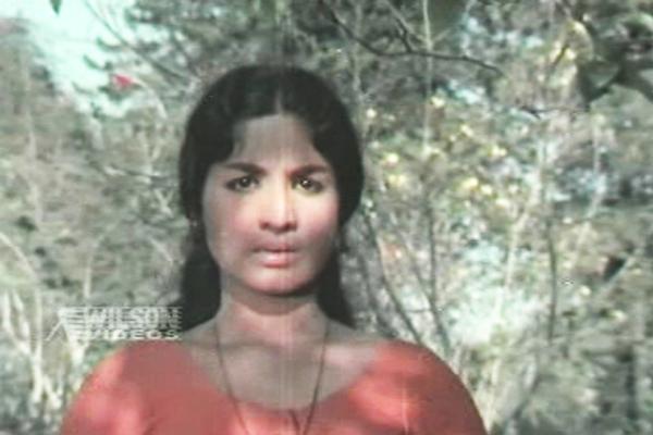 Jayabharathy in Karakaanakkadal (1971)