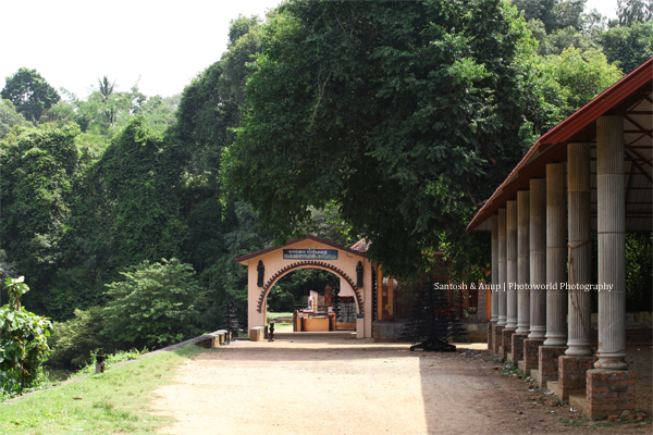 The Frontage of the Sharngakkavu Temple (Chamakkavu)