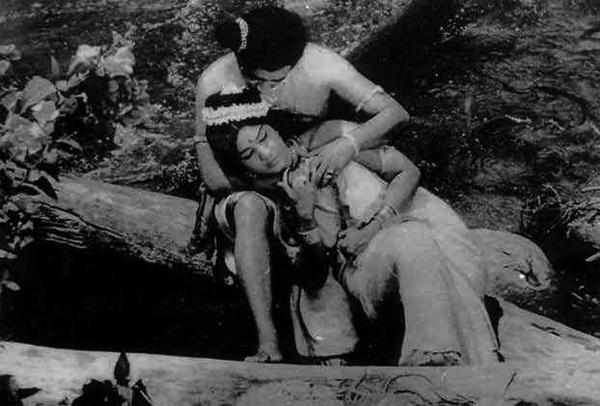 Prem Nazir and Jayabharathy in Ara kallan, Mukkaal Kallan